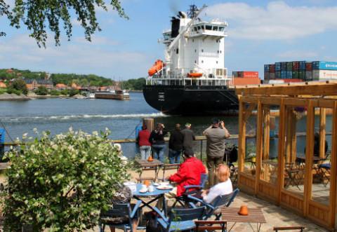 Aussichtsterrasse mit Imbiss am Nord-Ostsee-Kanal
